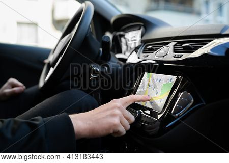 Using Car Gps Navigation And Tracking Maps