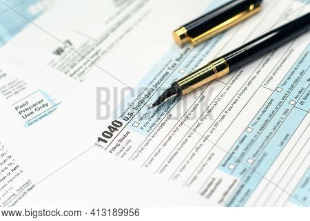 1040 Tax Return Form With A Pen. United States Federal Income Tax Return Irs 1040 Documents
