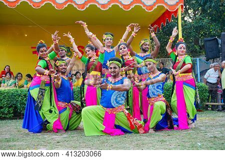 Kolkata, West Bengal, India - 9th March 2020 : Smiling Young Bengali Male And Female Dancers Dressed