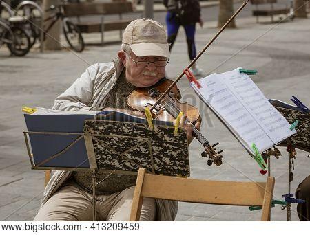 Tel Aviv, Israel - 2019-04-27 - String Trio Composed Of Elderly Men Play On The Beach Boardwalk.