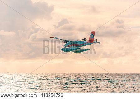 08.12.2018 - Ari Atoll, Maldives: Exotic Scene With Seaplane On Maldives Sea Landing. Seaplane Taxi