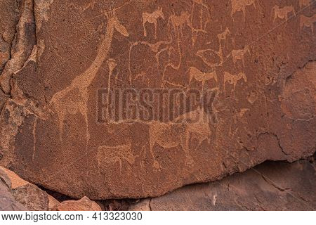 Prehistoric Bushman Engravings, Rock Paintings At Twyfelfontein, Namibia - Lion Plate And Other Anim