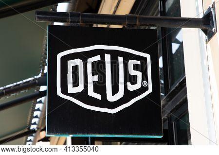 Bordeaux , Aquitaine France - 03 18 2021 : Deus Ex Machina Logo Store Text And Brand Sign Fashion Bo