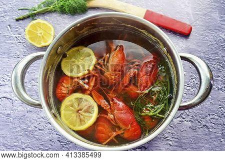 In A Saucepan, Combine Beer, Water, Pepper, Salt, Bay Leaf And Lemon Slices. Bring To A Boil, Let It