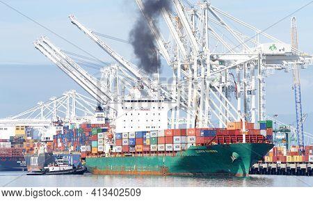 Oakland, Ca - Mar 5, 2021: Tugboat Z-three Assisting Cargo Ship Seaspan Hamburg To Maneuver To The D