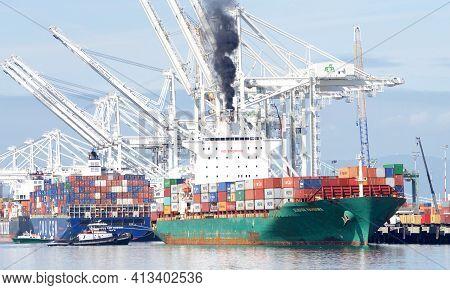 Oakland, Ca - Mar 5, 2021: Tugboat Z-three Assisting Cargo Ship Seaspan . Hamburg To Maneuver To The