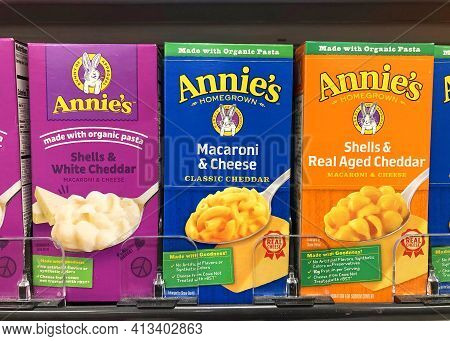 Alameda, Ca - Feb 5, 2021: Grocery Store Shelf With With Boxes Of Annie's Brand Gluten Free Macaroni