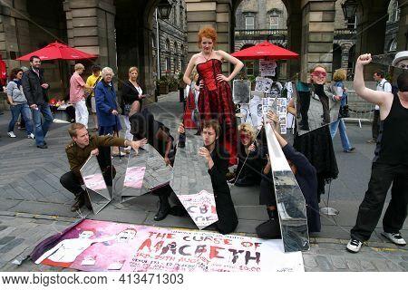 Edinburgh, Scotland, Uk - August 19, 2011: Street Entertainers Edinburgh Festival Advertising A Prod