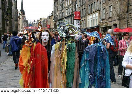 Edinburgh, Scotland, Uk - August 19, 2011: Colourful Street Entertainers At The Edinburgh Festival.