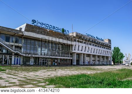 Kherson, Ukraine - July 22, 2020: The Abandoned Building Of The River Station And The Meridian Hotel