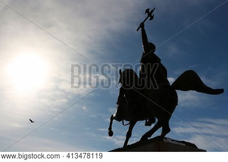 Silhouette Of The Statue Of Mihai The Brave, On His Horse, With The Hand Raised To The Sky. Brave Wa