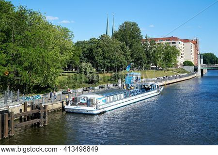 Berlin, Germany - May 31, 2020: Excursion Boat At The Pier On The Bank Of The Spree In Berlin