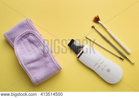 Ultrasonic Scrubber, Cosmetic Peeling Brush Uno Spoon Lies On A Yellow Background . Flat Lay, The Co