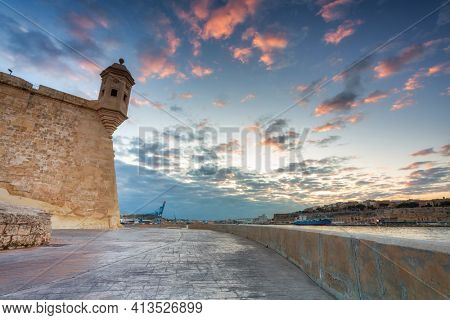 Battlement walls of the Isla peninsula at sunset, Malta