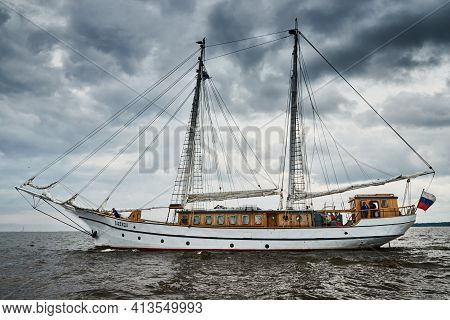 Russia, St.petersburg, 31 August 2020: Antique Sailing Frigate Of White Color To The Sea, The Loweri