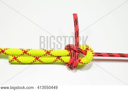 Double Sheet, Becket Bend Or Weavers Hitch Binding Two Colored Red And Yellow Ropes. Bramshkotovy Kn