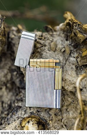 Huettenberg, Germany 2021-03-01: Beautiful Dupont Lighter. S.t. Dupont Is A French Manufacturer Of L
