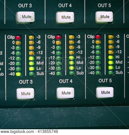 The Volume Indicator On The Amplifier Panel