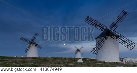 A View Of The Historic White Windmills Of La Mancha Above The Town Of Campo De Criptana At Night Und