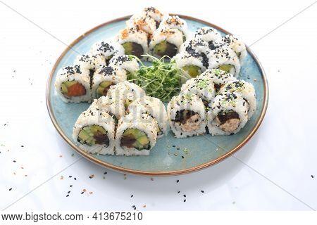 25 Piece Japanese, Uromaki Sushi Set With: Seasonal Vegetables, Butterfish Paste, Oshinko, Salmon, A