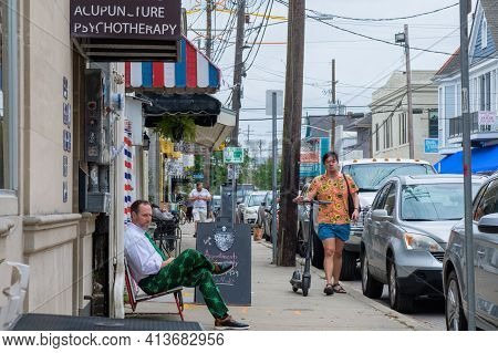 New Orleans, La - March 17: People Sitting And Walking On Shop-lined Oak Street On March 17, 2021 In