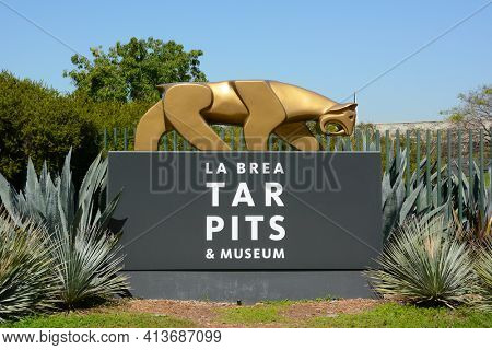 LOS ANGELES - MARCH 28, 2018: The La Brea Tar Pits entrance sign. The Tar Pits and Hancock Park are locatedd in the Miracle Mile area along Wilshire Boulevard.
