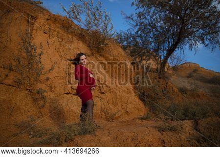 Stylish Pregnant Woman. Beautiful Young Pregnant Woman Enjoying The Sunset. Pregnant Tummy. The Plea