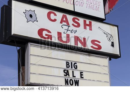 Cash For Guns Sign At A Gun Shop. In Hard Economic Times, People Sell, Pawn Or Consign Guns And Weap