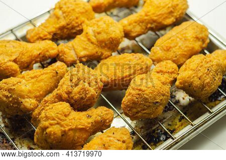 Southern Crispy Battered Fried Chicken Wings, Deep-fried Chicken Wings On The Metal Tray, Fast Food