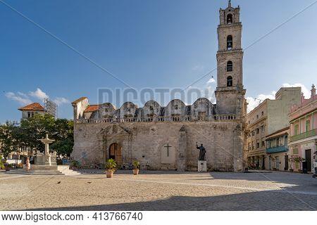 Havana Cuba. November 25, 2020: Basilica And Monastery Of San Francisco De Asis, In Plaza San Franci