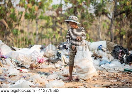 Child Walk To Find Junk For Sale And Recycle Them In Landfills, The Lives And Lifestyles Of The Poor