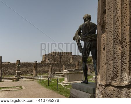 Naples, Italy- June, 13, 2019: Long Shot Of A Statue Of The Roman Goddess Diana At Pompeii Ruins