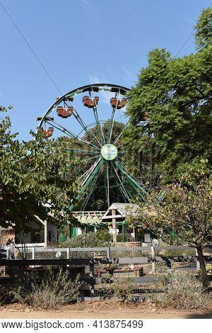 SANTA ANA, CALIFORNIA - 8 OCT 2020: 50 Monkeys Ferris Wheel at the Santa Ana Zoo. The ride is designed to spotlight the Santa Ana Zoo's Fifty Monkey heritage.