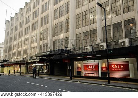 London, Uk - February 26, 2021: View Of The Flagship Branch Of The House Of Fraser Department Store