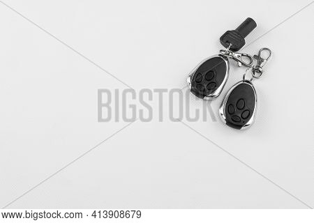 Electronic Keys By Radiofrequency In Key Fobs For Automatic Opening Of Garage Doors And Alarm, In Di