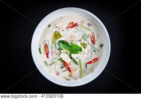 Thai Chickens Green Curry. Thailand Tradition Green Curry Soup With Chickens And Coconut Milk. Green