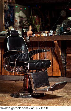 Vintage Barber Chair. Barbershop Business. Barber Shop Chair. Modern Hairdresser And Hair Salon. Bar
