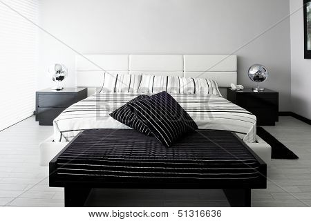 Interior Design: Bedroom with big empty wall
