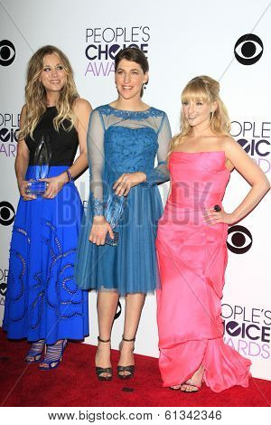 LOS ANGELES - JAN 8: Kaley Cuoco, Mayim Bialik, Melissa Rauch at The People's Choice Awards at the Nokia Theater L.A. Live on January 8, 2014 in Los Angeles, California