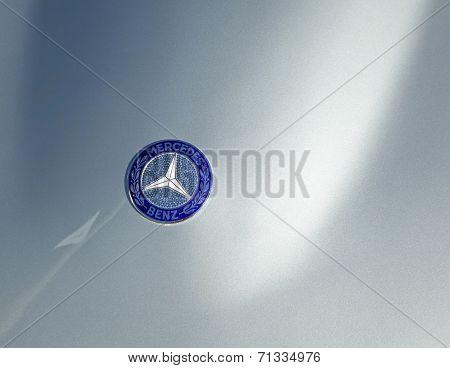 Mercedes Benz Sign