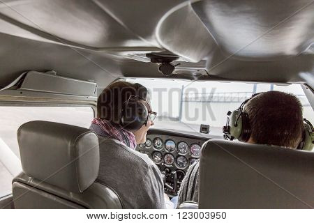 Flying lesson in an aircraft Cessna 172 France