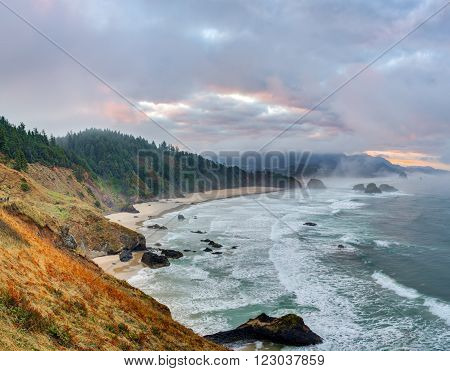 Sunrise at Pacific coast from Ecola State Park viewpoint, Oregon