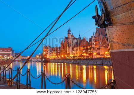 Mariacka Gate at the Dlugie Pobrzeze and Motlawa River in old town of Gdansk at night, Poland