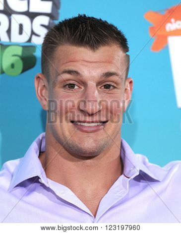 LOS ANGELES - MAR 12:  Rob Gronkowski arrives to the Nickeloden's Kid's Choice Awards 2016  on March 12, 2016 in Hollywood, CA.