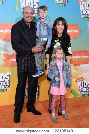 LOS ANGELES - MAR 12:  Dr Phil McGraw arrives to the Nickeloden's Kid's Choice Awards 2016  on March 12, 2016 in Hollywood, CA.