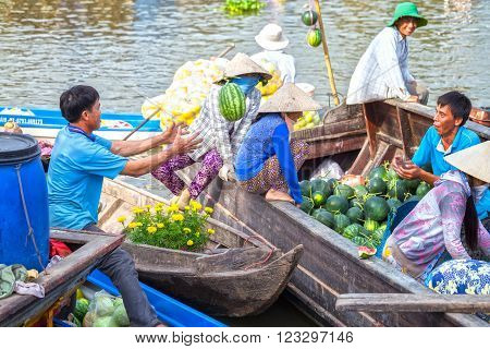 Soc Trang, Vietnam - February 3rd, 2016: The watermelon farmers deliver to customers by throwing melons climb to customers caught in the morning, this is how buying and selling boats on the waterways of Soc Trang, Vietnam