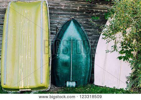 boathouse fishing lake cabin wood green boats