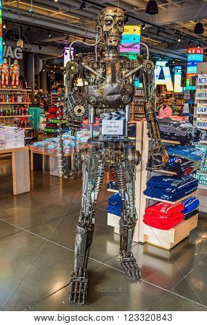 Los Angeles, California, USA . January 16, 2016: Photo of the T-800 Endoskeleton from the Terminator 3D. In the gift shop Marshalls on Hollywood Blvd Peterson Bldg