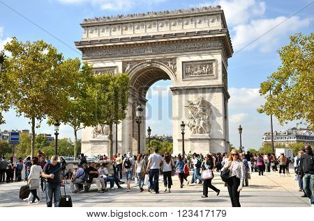 PARIS / FRANCE - September 23 2011: Many people at the western end of the Avenue des Champs-Elysees with very famous monument