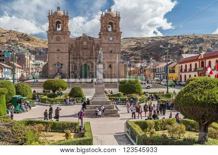 Puno, Peru - Circa June 2015: Catedral Basilica San Carlos Borromeo And Plaza De Armas In Puno,  Per